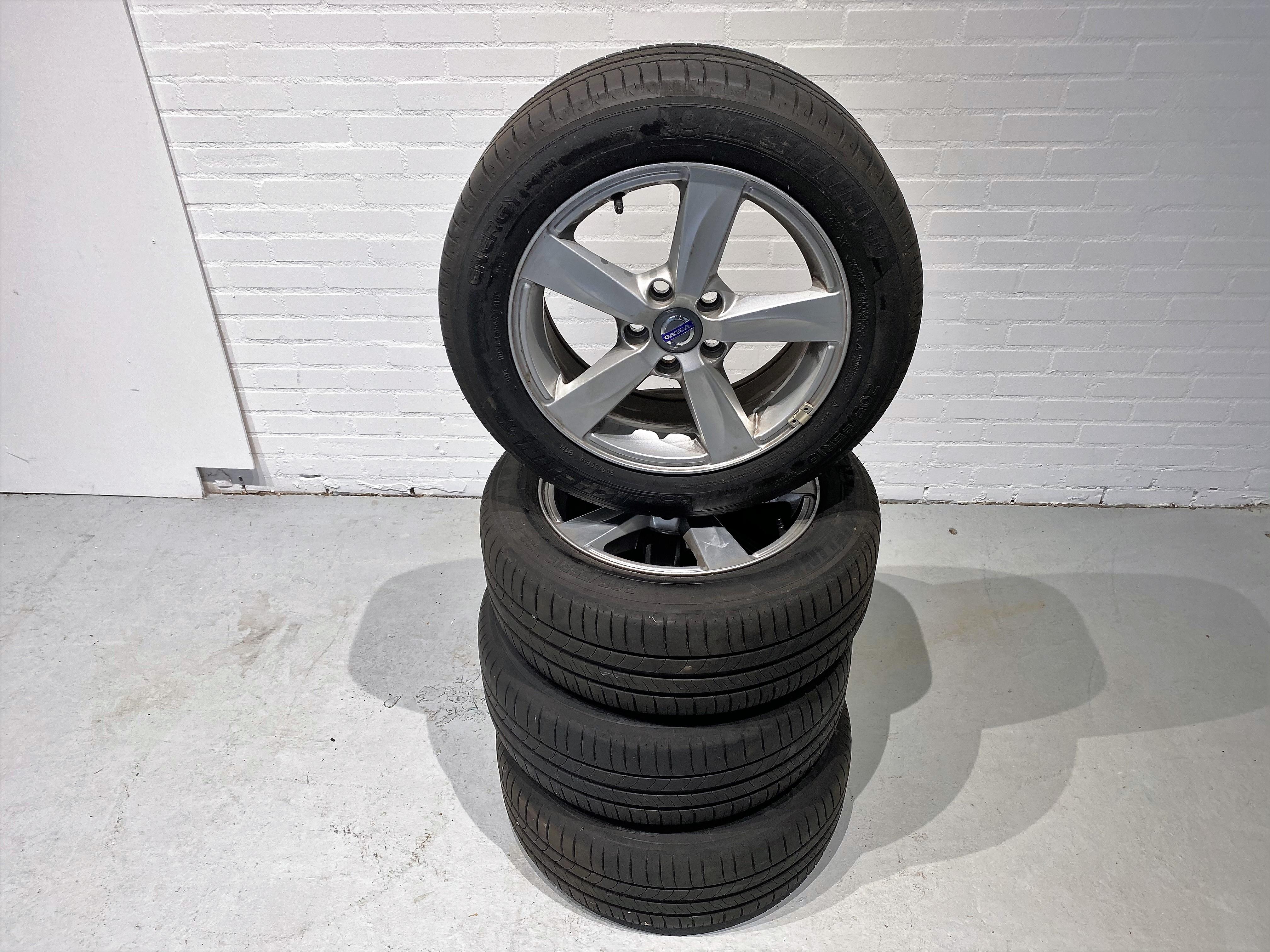 Set Volvo V 40 velgen met banden 205/55 R16