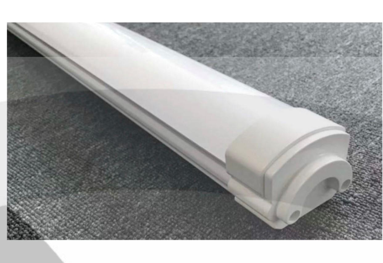 4 LED armaturen  van 36 Watt voor binnen en buiten 120 cm, nieuw met garantie
